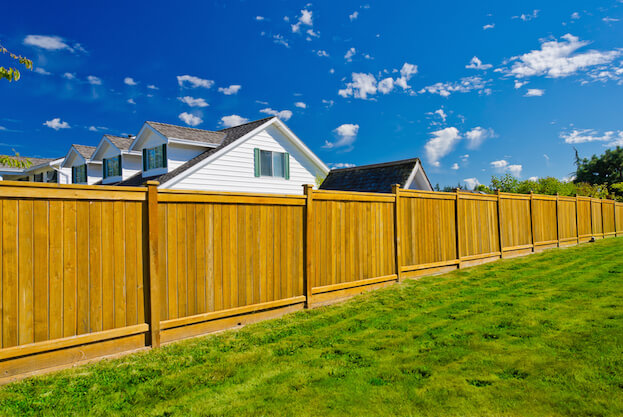 4 Attractive Fencing Ideas For Your Yard