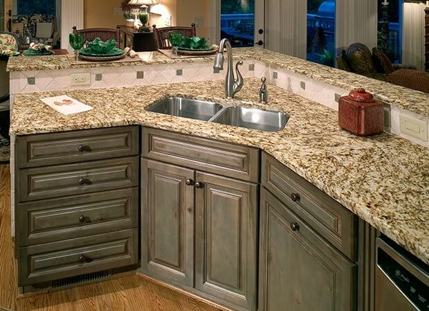 Tips for painting kitchen cabinets how to paint kitchen for Best way to paint kitchen cabinets video
