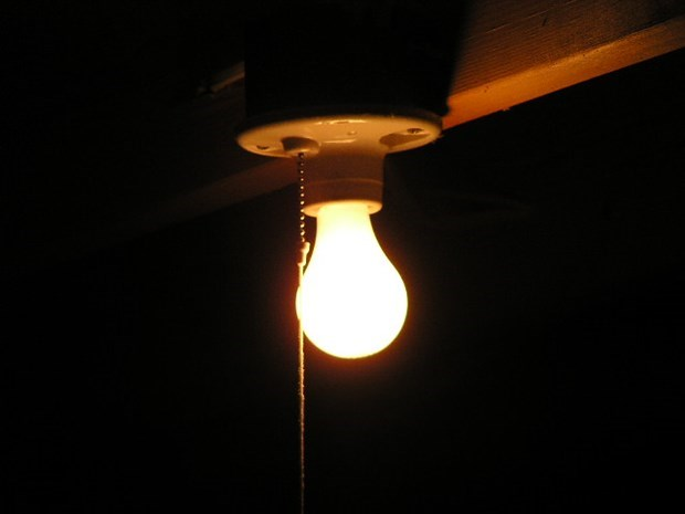 DIY Tips For How To Remove A Stuck Broken Light Bulb
