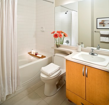 7 shower tips for small bathrooms small bathroom design for Small 4 piece bathroom designs