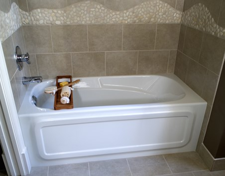 8 soaker tubs designed for small bathrooms small bath for Deep built in bathtubs
