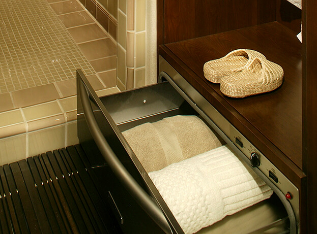Spa bath-towel warmer