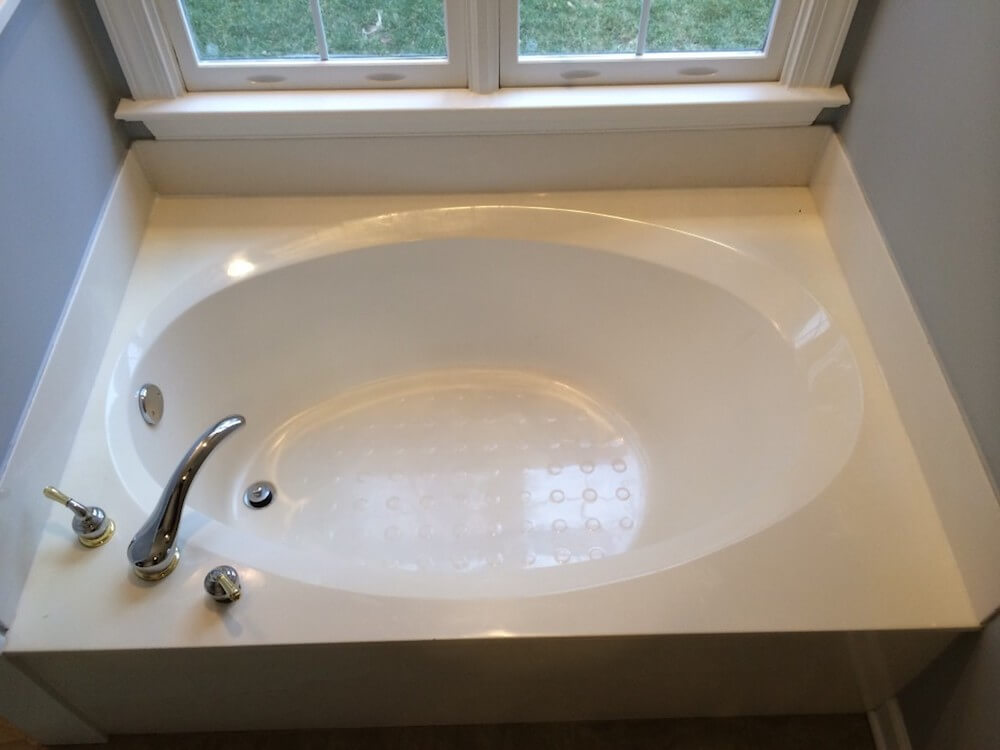 2017 bathtub refinishing cost tub reglazing cost for Bathtub refinishing