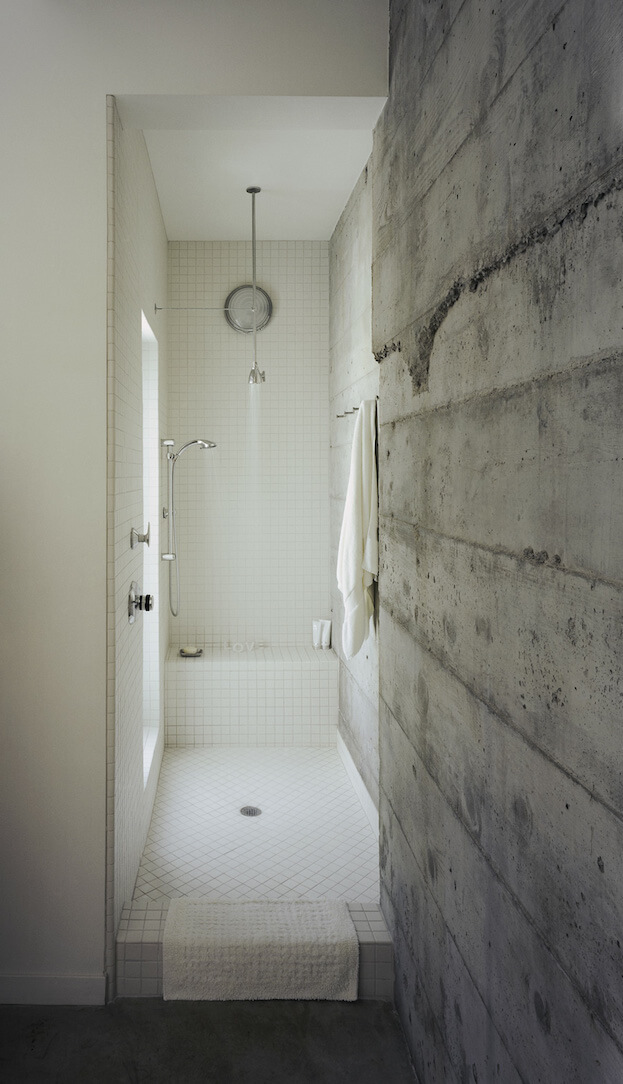 7 shower tips for small bathrooms small bathroom design for Small and long bathroom designs