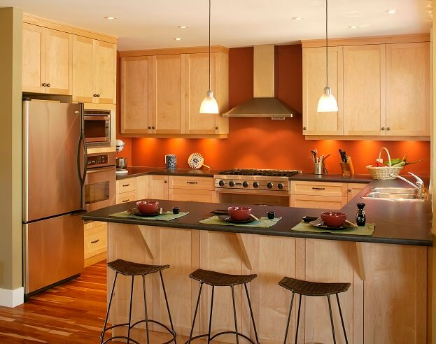 6 bold trendy kitchen paint color ideas for Kitchen accent wall