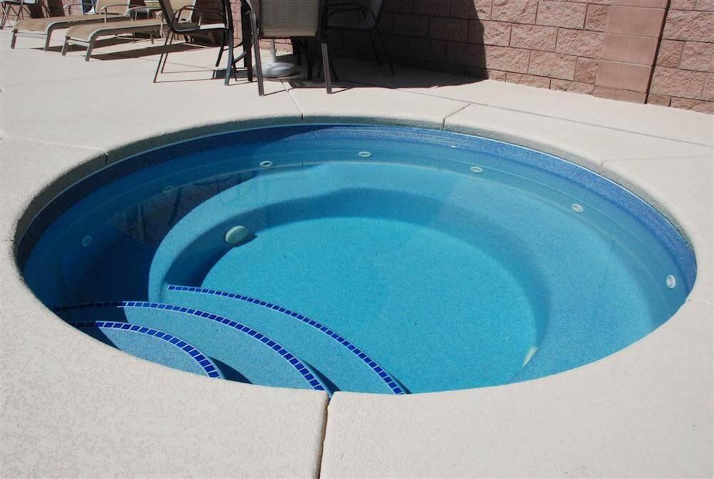 2017 fiberglass pool cost cost of fiberglass pools for Swimming pool maintenance costs